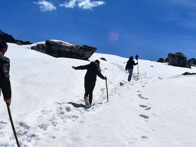 Snow Trek to Tirthan Valley in Indian Himalayas Photos