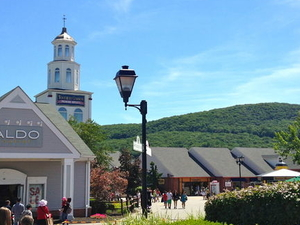 Woodbury Common Premium Outlets Shopping Tour Photos