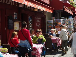 Small-Group Montmartre Walking Tour: Fine Wines and Famous Artists Photos