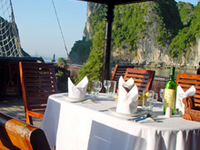 Private Tour: Deluxe Halong Bay Day Cruise including Seafood Lunch from Hanoi