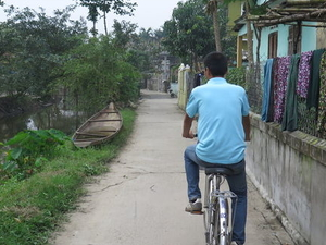 Hue Countryside Bike Tour: Thanh Toan Village and Market Photos