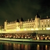 Seine River Cruise: Bateaux Parisiens Sightseeing Cruise with Dinner and Live Music